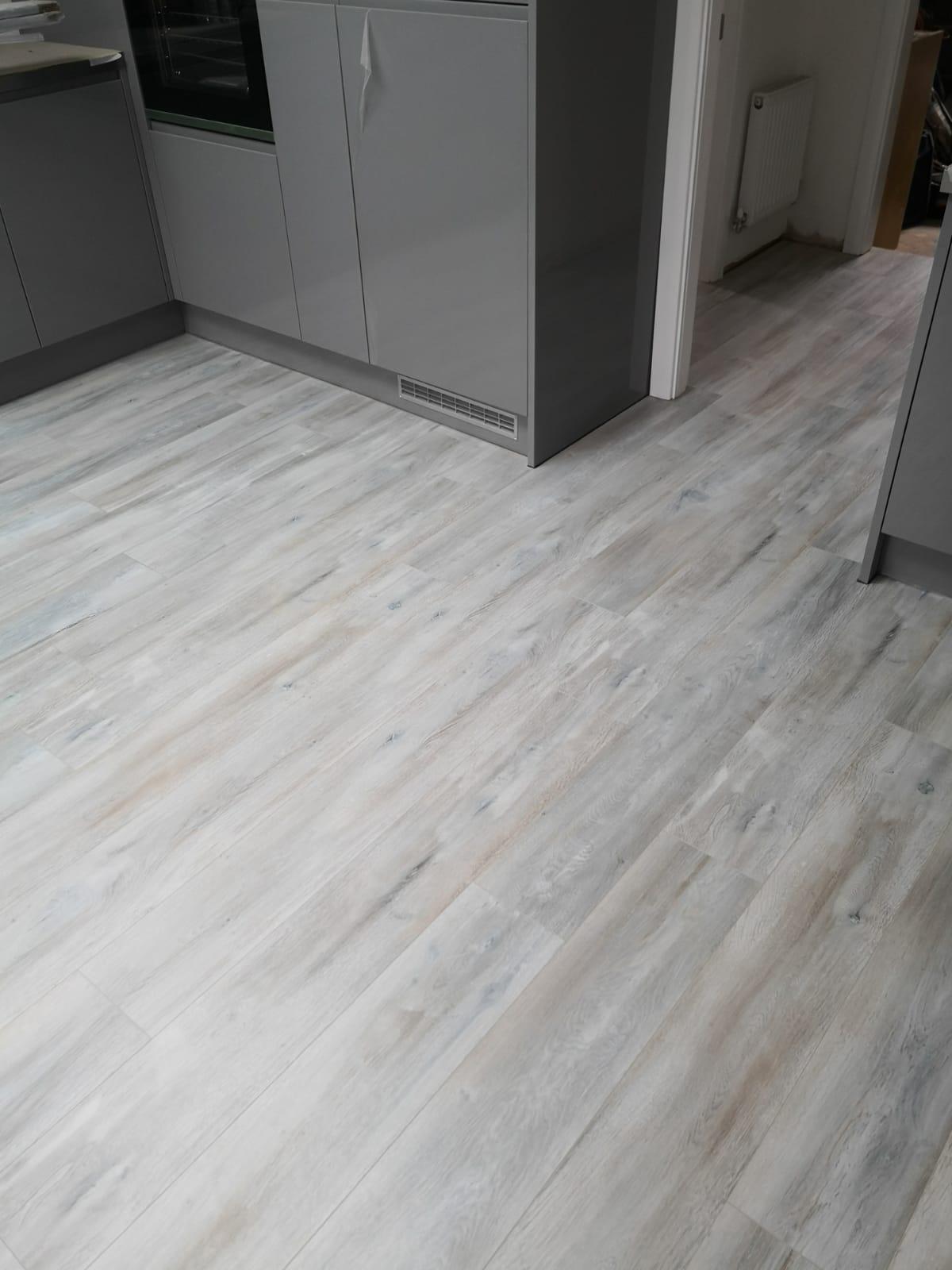 Egger Pro Aqua Plus Classic 8mm Dark Abergele Oak Laminate Flooring EPL068 | The Carpet Shop Southport