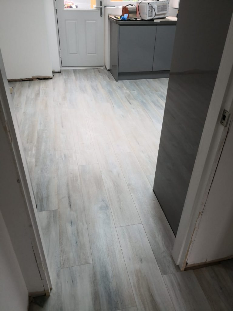 Egger Pro Aqua Plus Classic 8mm Dark Abergele Oak Laminate Flooring EPL068 | The Carpet Shop Southport